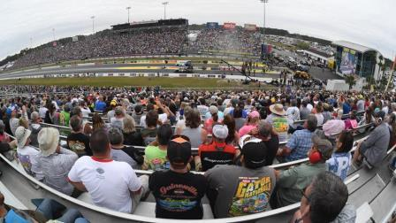 You are currently viewing NHRA announces complete 2021 Camping World national event class schedule